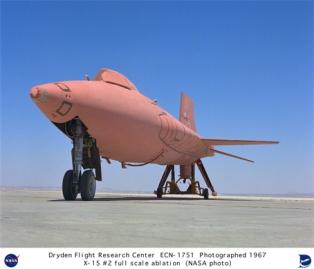 Un X-15 pintado de rosa