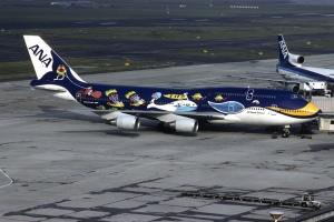 B-747 de ANA con decoración marina