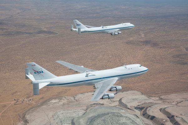 Ambos SCA sobrevolando el desierto de Mojave.