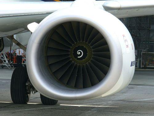 Los achatados motores de un Boeing 737-800