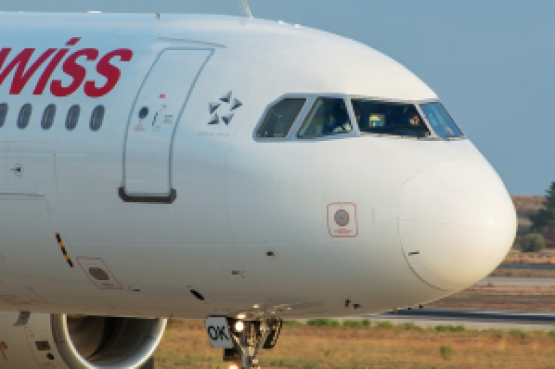 Cockpit de un A320 con 6 parabrisas de 6 cristales